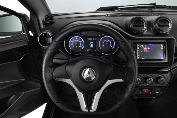 Brommobielen AIXAM Coupé Piano black dashboard (Tablet als optie)